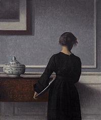 Vilhelm_Hammershoi_-_Interieur_mit_Rueckenansicht_einer_Frau_1904